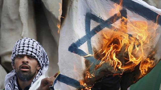 """""""$15.100 de multa y 3 años de cárcel"""": Israel endurece castigos por profanar su bandera"""