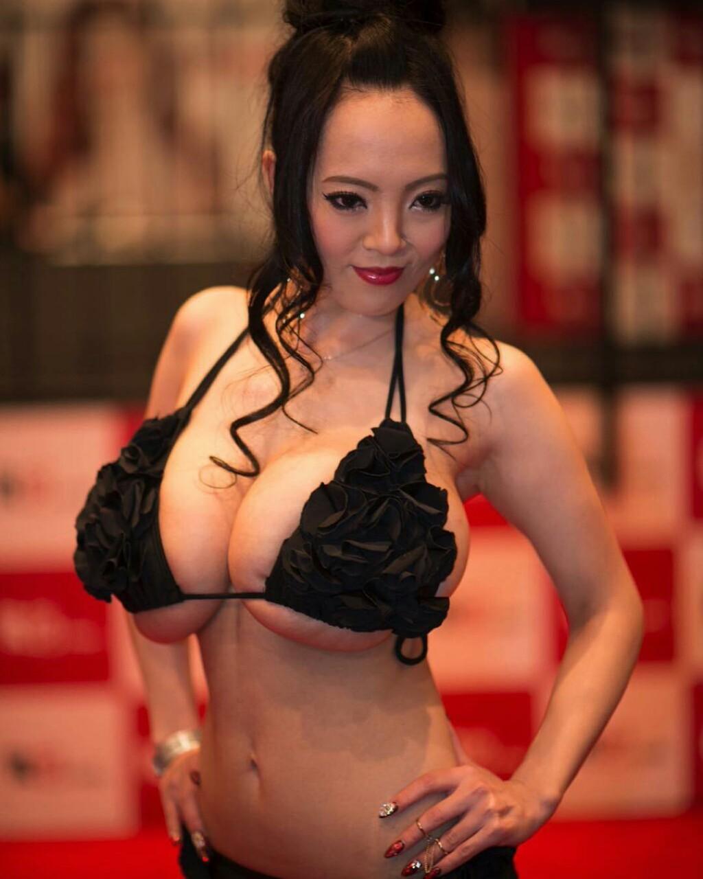 Solo Sexy Asians Pics 7