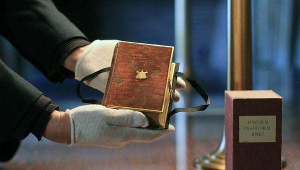 ¿Por qué Donald Trump jurará su cargo sobre dos Biblias?