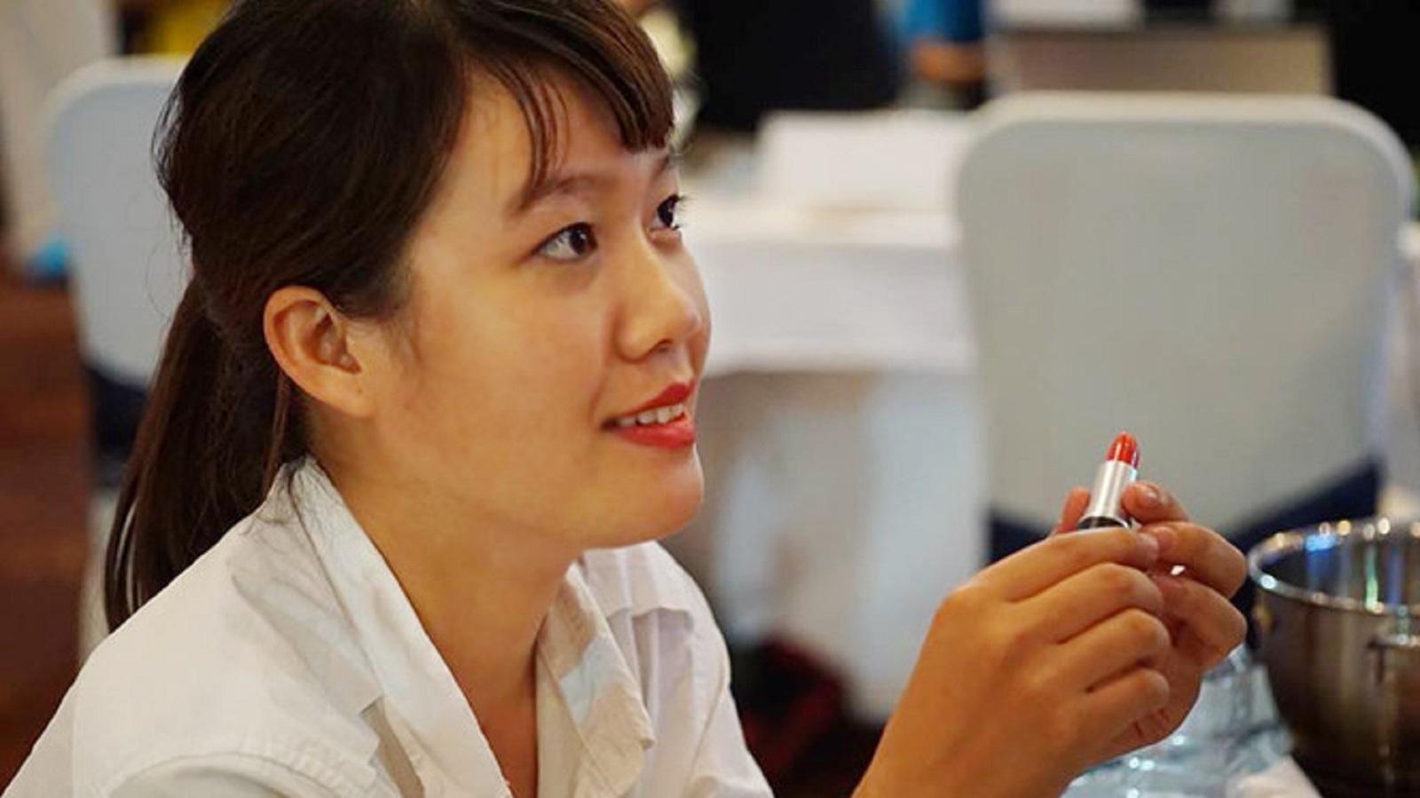 Nữ sinh Gia Lai khởi nghiệp với 3 triệu đồng và son môi tự chế từ gấc
