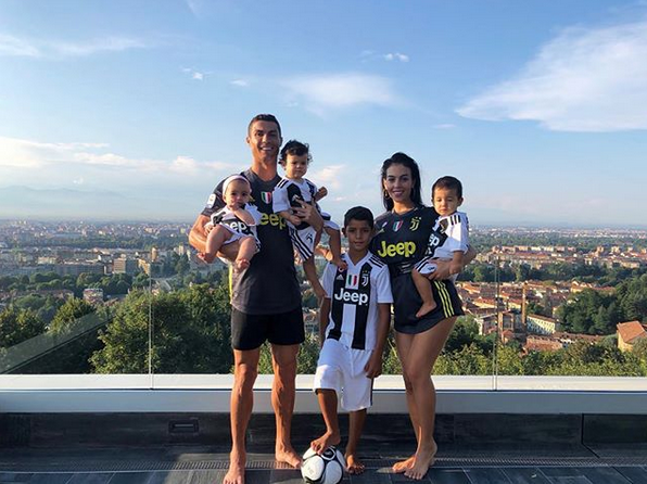 Ronaldo-girlfriend-and-children-in-Juventus-jersey