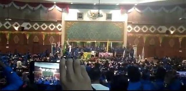 Kuasai Gedung DPRD, Mahasiswa UIR Tuntut Jokowi Diturunkan