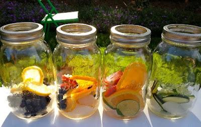 Inilah 10 resep infused water dilengkapi dengan khasiat dan manfaatnya untuk kesehatan. Infused water merupakan minuman kesehatan...