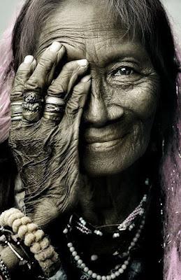 Luce colorata occhi - Cosa significa quando si rompe uno specchio ...