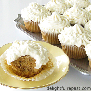 Pumpkin Spice Cupcakes with Cream Cheese Frosting / www.delightfulrepast.com
