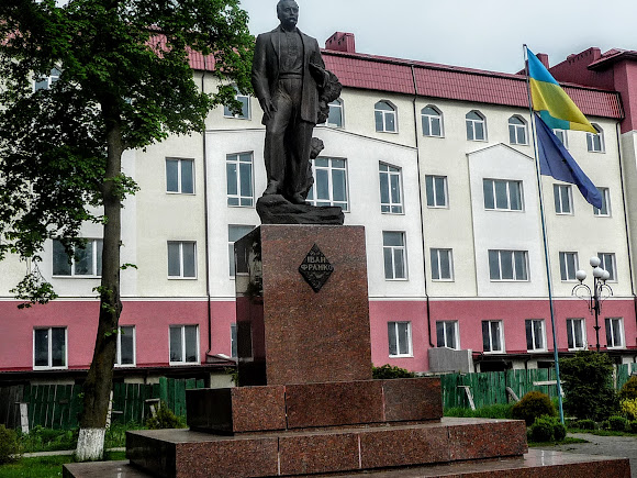 Болехов, Украина. Памятник Франко