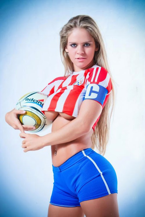 Sexy football: Gabi Wolscham - SPORT365
