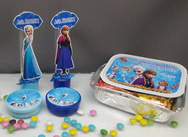 """Aqui você encontra o preço mais barato para monte seu kit festa personalizado   Aproveite a promoção e  você pode escolher: *tubete / Tubete 3d A/ latinha / marmitinha / caixa de acrílico 4x4 cm / garrafinha de coca / garrafinha de 50 ml / pirulito psicodélico 6 cm / mamadeira no tema Frozen, """"do filme Frozen, uma Aventura Congelante"""", tem como personagem principal a Princesa Elza, sua irmã Princesa Anna e o apaixonante boneco de neve Olaf, para esse tema, temos dois padrão de cores: Azul, se a aniversariante gostar da Princesa Elza e Lilás se ela gostar da Princesa Anna, qual a sua preferida?      veja mais http://blog.svimagem.com.br  ou  faça seu pedido também pelo whatsapp  11 975820887"""