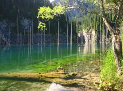 Green Pear Diaries, viajes, turismo, destinos turísticos, naturaleza, Lago Kaindy, Kazajstán