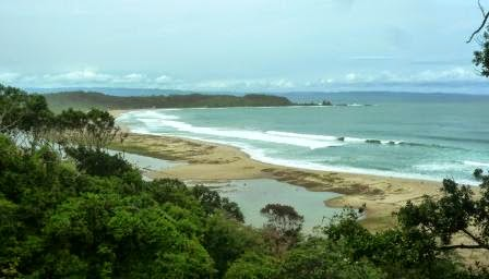 Pantai Sawarna dari Bukit Pandang