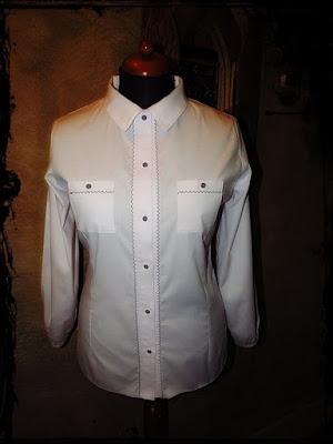 biała koszulowa bluzka