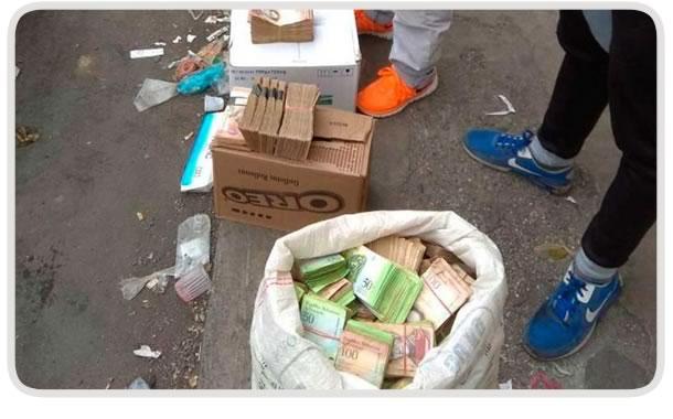 Venta de billetes venezolanos