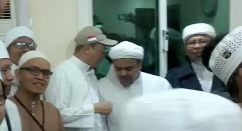 Bertemu HRS dan UBN di Makkah, Begini Kesan Mengagumkan Netizen