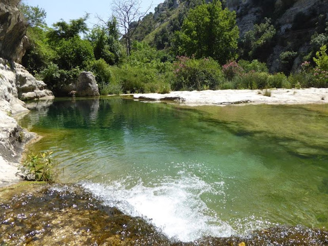 il profondo lago a cavagrande del cassibile