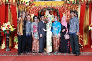 Foto bersama kedua keluarga & Pakde Handono