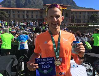 Axel im Ziel, mit blauer Nummer, Two Oceans Ultra Marathon 2018