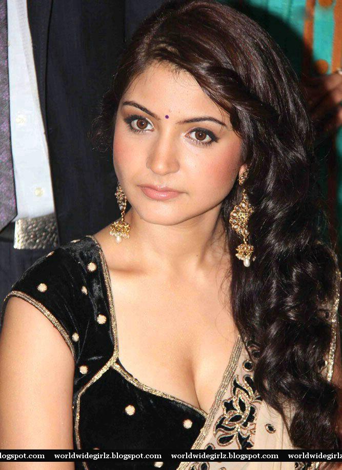 Hot Actress Anushka Sharma Unseen Rare Cleavage Navel And -1827