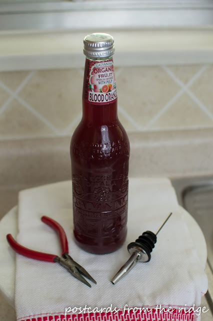 Learn how to make a pretty dish soap dispenser. Gotta do this!