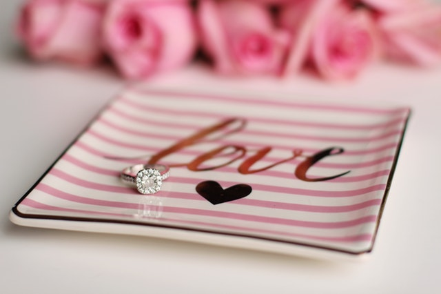 Pink Jewelry Displays for the Valentine Season | Nile Corp