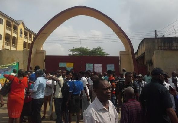 Protest by Abia State Polytechnic Staff over 8 Months Salary