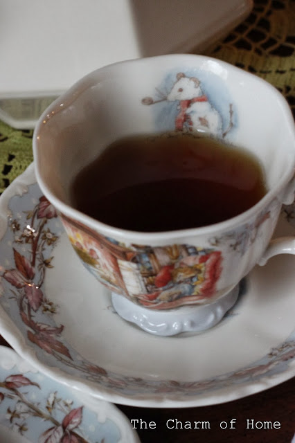Brambly Hedge Winter Tea, The Charm of Home