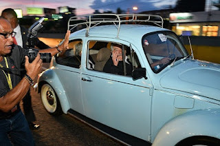 """Pepe Mujica anda en el país en un """"cepillo"""" de los 80"""