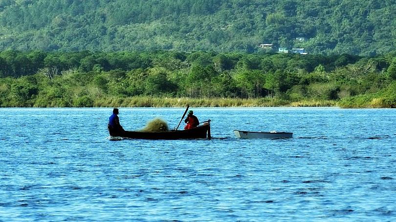 Pescadores na Lagoa da Conceição, Florianópolis