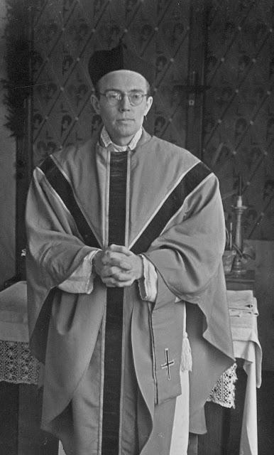 Padre Karl Leisner paramentado
