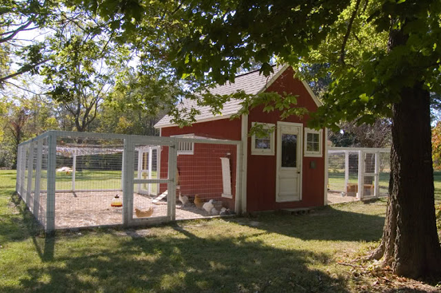 Two men and a little farm inspiration thursday red white for Small chicken coop plans and designs ideas