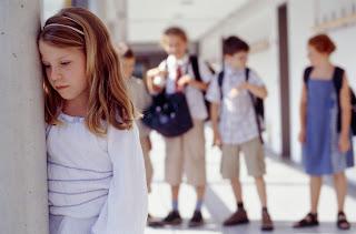 l'indifferenza dell'adulto crea i disturbi dell'apprendimento L'indifferenza dell'adulto crea i disturbi dell'apprendimento Se tuo figlio non ha amici aiutalo cosI