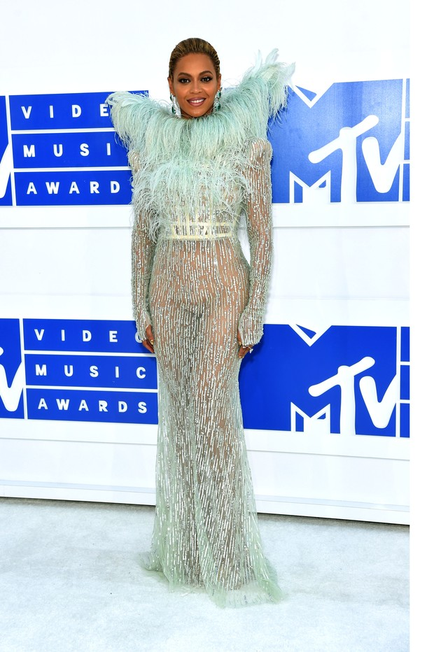 The Famous Red carpet Looks From 2016 VMAS Awards