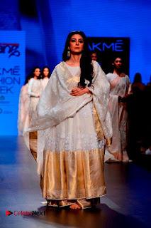 Actress Tabu Walk on Ramp for Gaurang Shah at Lakme Fashion Week  0008.jpg