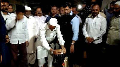 Guardian-Minister-Girish-Bapat-visited-the-Sajag-nagrikk-Times-Sanata-News-office
