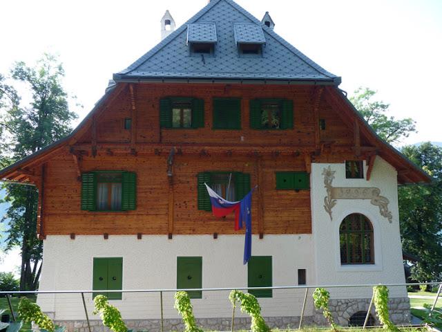Vila Zlatorog, la que fue residencia de verano del Mariscal Tito junto al lago Bled. Ruta en autocaravana por Eslovenia | caravaneros.com