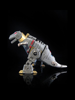 Figura de acción de transformer retro tiranosaurio rex