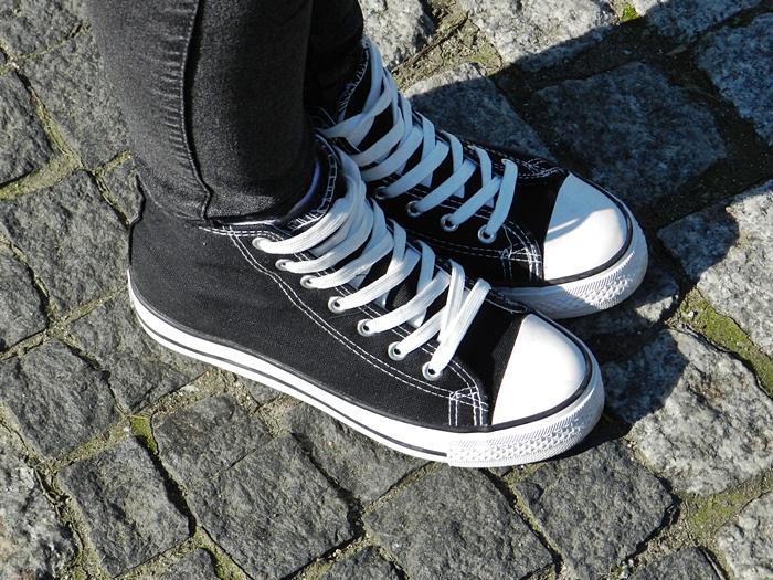 360925eef002a Jednak ja preferuje buty za 30 zł niż za 300 zł jeśli mowa na temat trampek.  Jednak jak wiadomo jest to indywidualna sprawa każdego z nas.