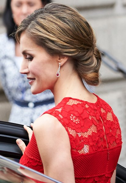 Queen Letizia wore Carolina Herrera lace dress from Fall 2016 collection. Queen Letizia wore Prada Pointy Toe Pump and carried satin clutch