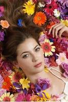 mujer flores primavera