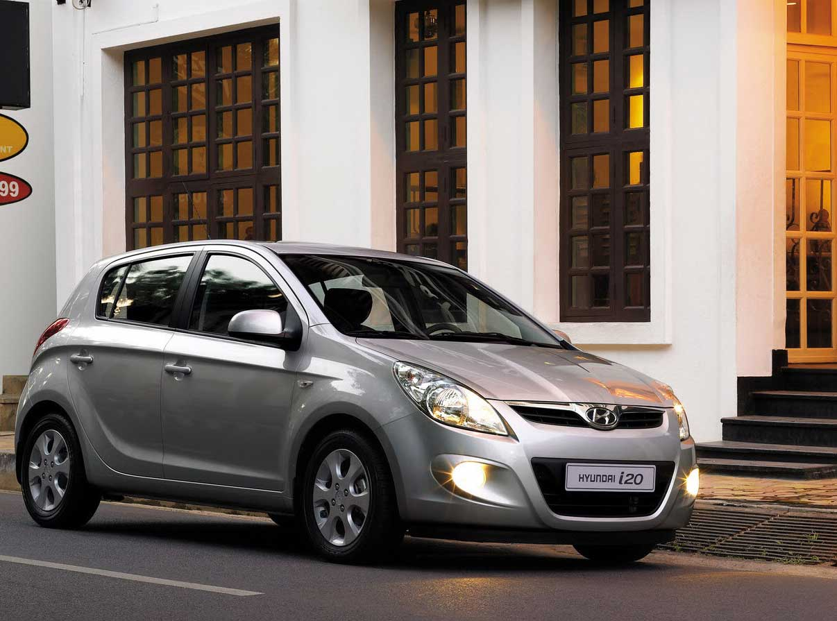 Hyundai i20 is one of the best in hatchback car models. The car price  starts with a range of 4 lac to 7 lac.