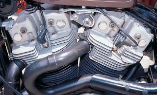 harley davidson xr 1000 1983  engine and dual exhausts