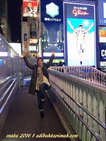 bersama mascot glico man di shinsaibashi