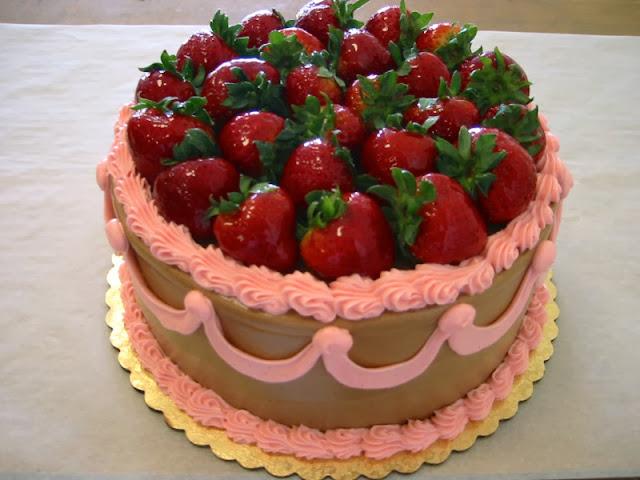 happy-birthday-cake-with-strawberry