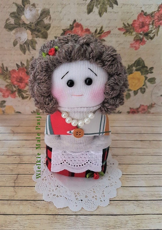 skarpetkowa lalka, lalka ze skarpetki, lalka ręcznie szyta, zabawki ze skarpetki, skarpetkowe zabawki, lalka szmaciana, Dzień Babci, prezent na Dzień Babci, prezent ręcznie robiony dla babci, lalka babcia, perły, wełniana chusta, styczeń, 21 styczeń, święto dziadków, sock doll, doll with socks, hand-sewn doll, toys with socks, socks toys, rag doll, Grandma's Day, grandma's day gift, gift hand made for grandma, grandma doll, pearls, woolen scarf, January, January 21, grandparents' holiday , muñeca de calcetín, muñeca con calcetines, muñeca cosida a mano, juguetes con medias, juguetes de calcetines, muñeca de trapo, Día de la abuela, regalo del día de la abuela, regalo hecho a mano para la abuela, muñeca de la abuela, perlas, bufanda de lana, enero, 21 de enero, fiesta de los abuelos , Sockenpuppe, Puppe mit Socken, handgenähte Puppe, Spielzeug mit Socken, Socken Spielzeug, Stoffpuppe, Omas Day, Omas Day Geschenk, Geschenk für Oma, Oma Puppe, Perlen, Wollschal, Januar, 21. Januar, Urlaub der Großeltern , кукла-носок, кукла с носками, кукла ручной работы, игрушки с носками, игрушки-носки, тряпичная кукла, день бабушки, подарок на день бабушки, подарок ручной работы для бабушки, кукла бабушки, жемчуг, шерстяной шарф, 21 января, праздник бабушек и дедушек ,
