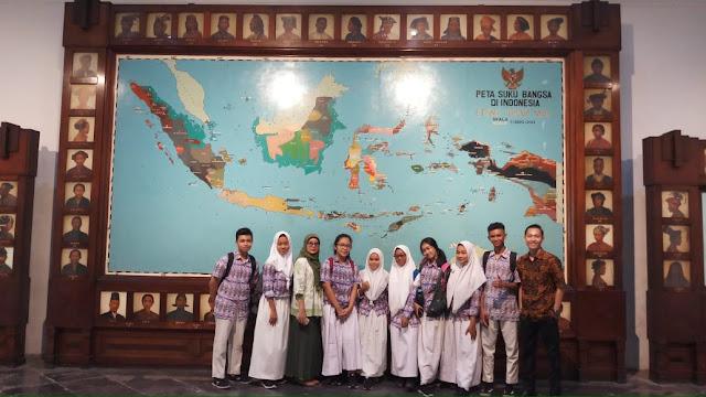 Siswa SMAN 110 Mengikuti Seminar dan Bedah Buku Biografi Pahlawan Nasional