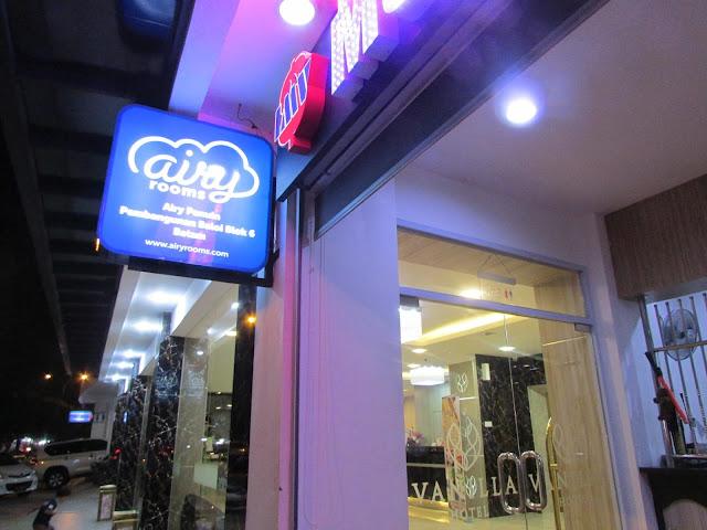 neon-box-Airy Vanilla Hotel Batam