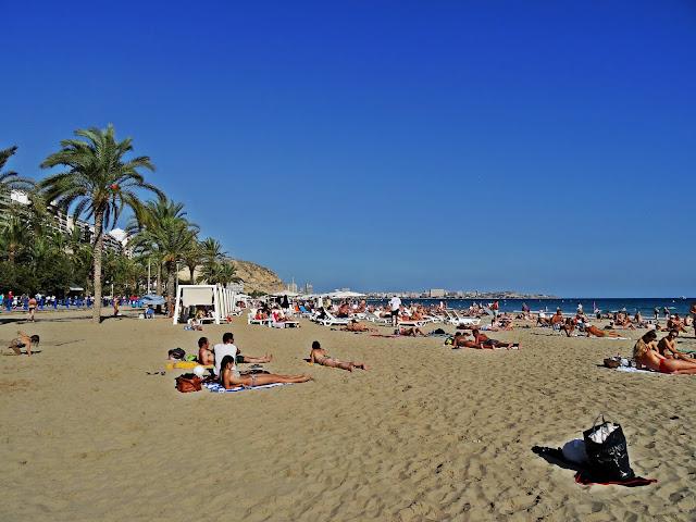 plaża w Hiszpanii w październiku, jaka pogoda?