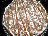 Cheesecake horneado de dulce de leche decorado