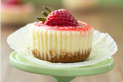Cheesecake Cupcakes #strawberry #topping #withcaramel