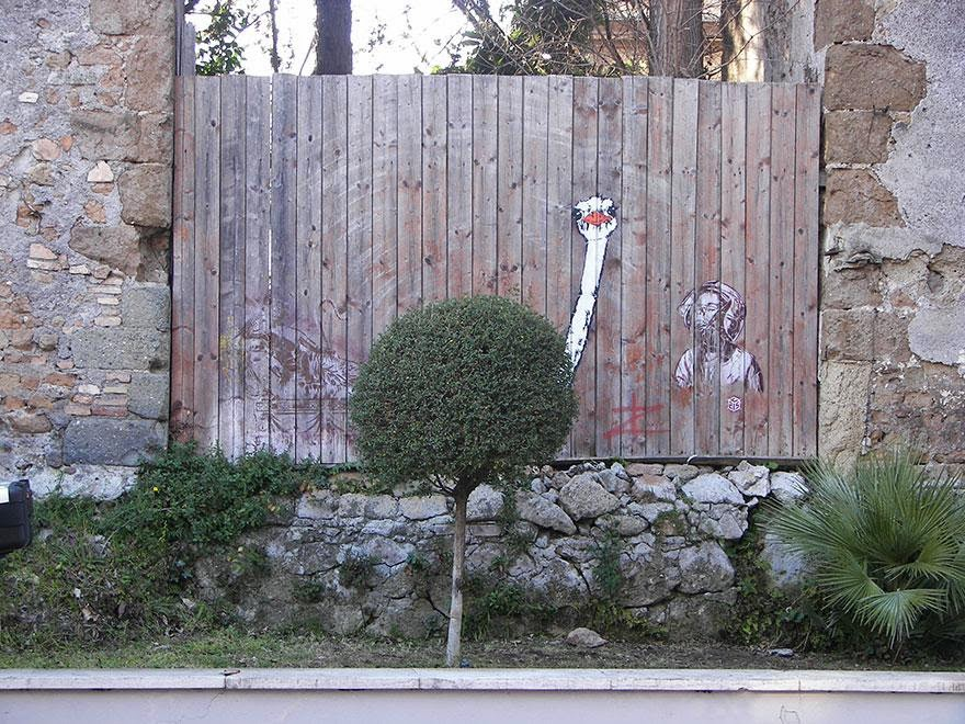 28 Pieces Of Street Art That Cleverly Interact With Their Surroundings - Ostrich, Rome, Italy
