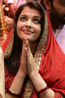 Aishwarya Rai In Saree: Namaskar Pose
